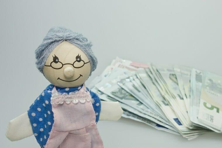 старушка с деньгами