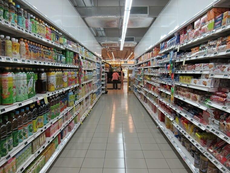 полки супермаркета
