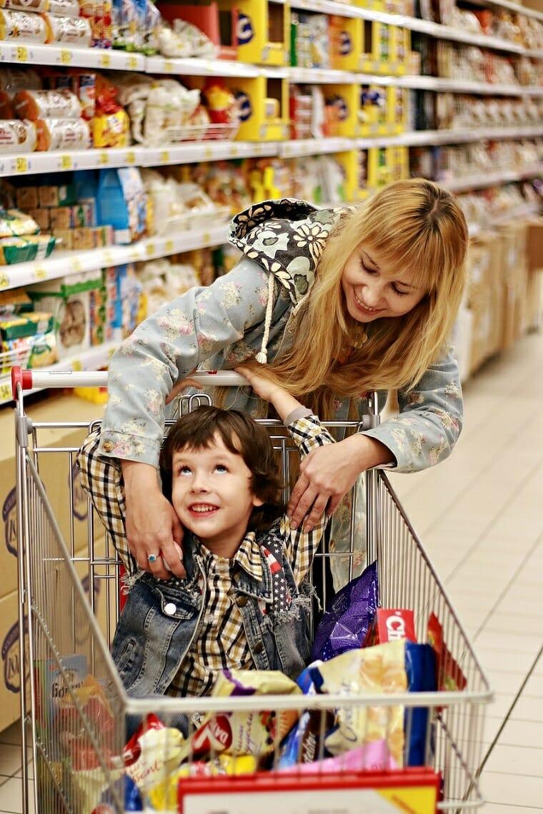 с ребенком в супермаркете