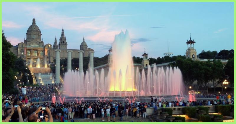 Танцующий фонтан Монжуик в Барселоне