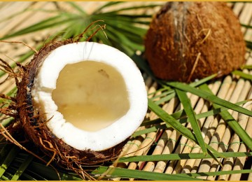 Как выбирать спелый кокос и правильно открыть его?