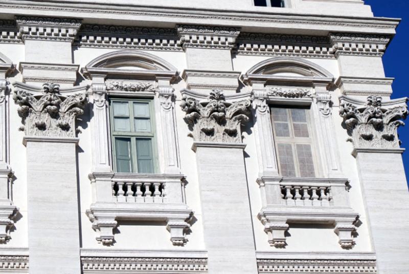 Фонтан Треви в Риме - полное описание, секреты и легенды, местонахождение и советы туристам.