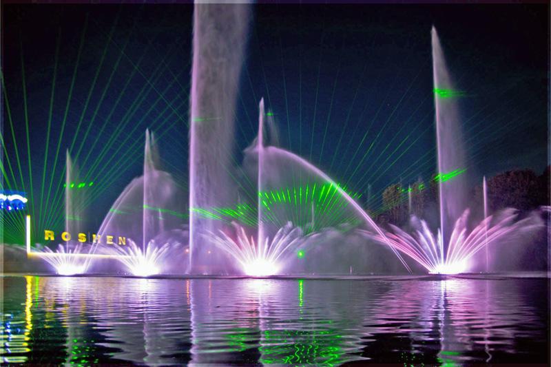 Плавающий и поющий фонтан Рошен в Виннице
