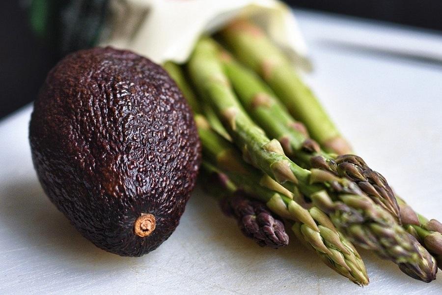 авокадо и спаржа