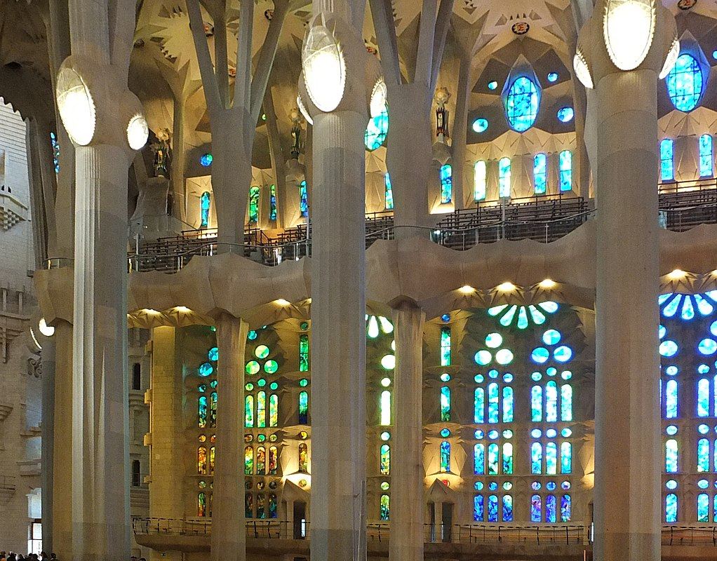 Интерьер Sagrada Familia